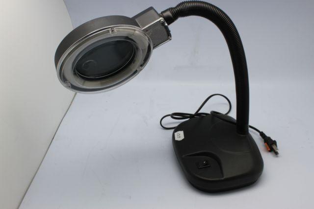 Настолна лампа с лупа YA XUN 139